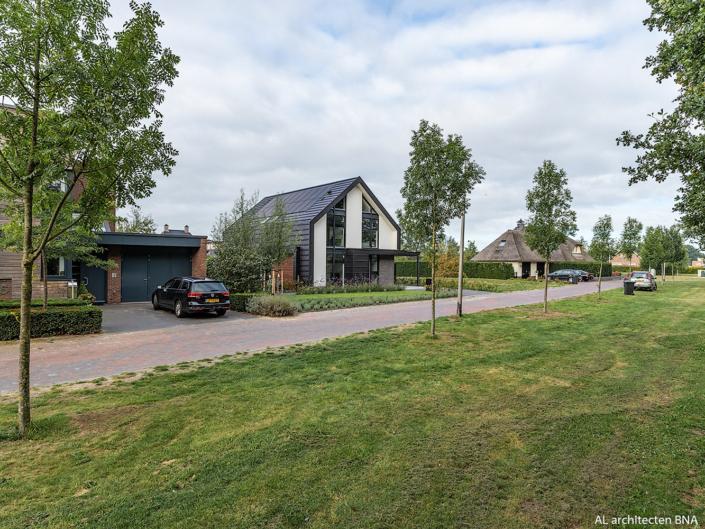 Nieuwbouw hedendaagse schuurwoning in Almelo