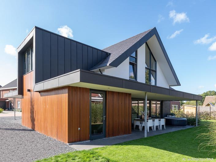 Nieuwbouw strakke villa in Epse