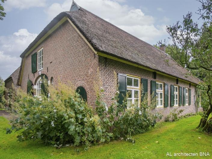 Verbouw rietgedekte boerderij met schuur   Heerde